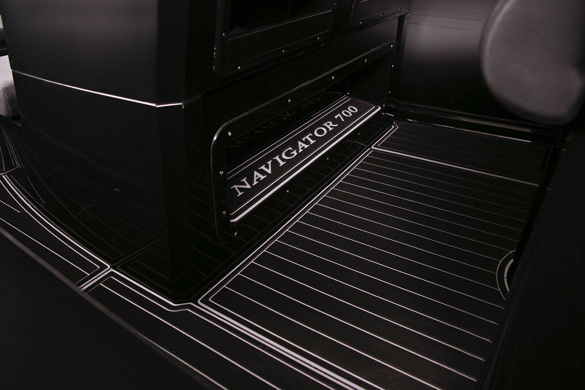 Navigator 700 Floor